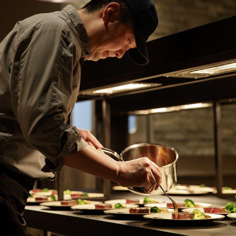 香川県高松市の結婚式場アナザースタイルの料理長盛付け