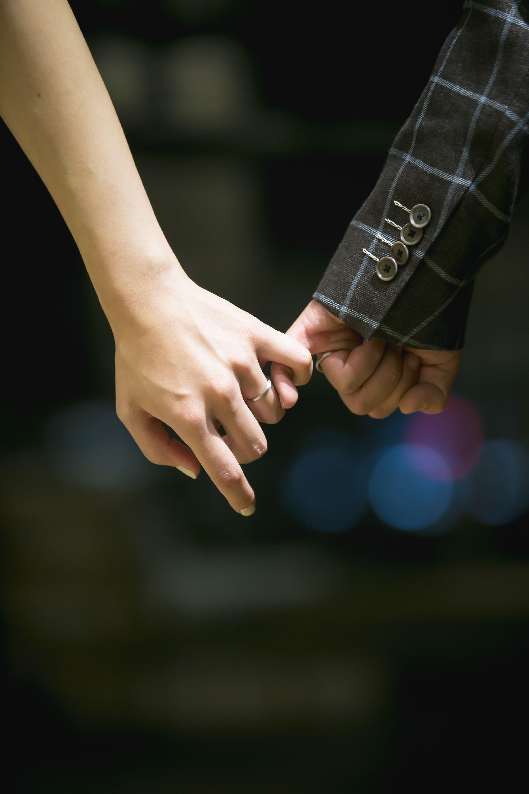 香川県高松市の結婚式場アナザースタイルの新郎新婦の手