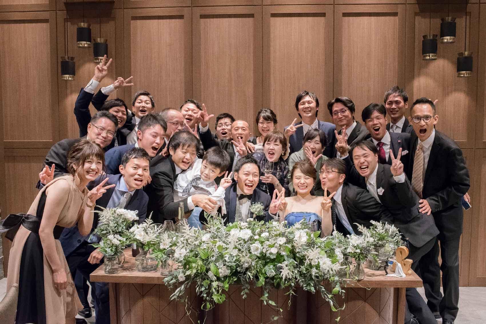 香川県高松市の結婚式場アナザースタイルの高砂での記念写真