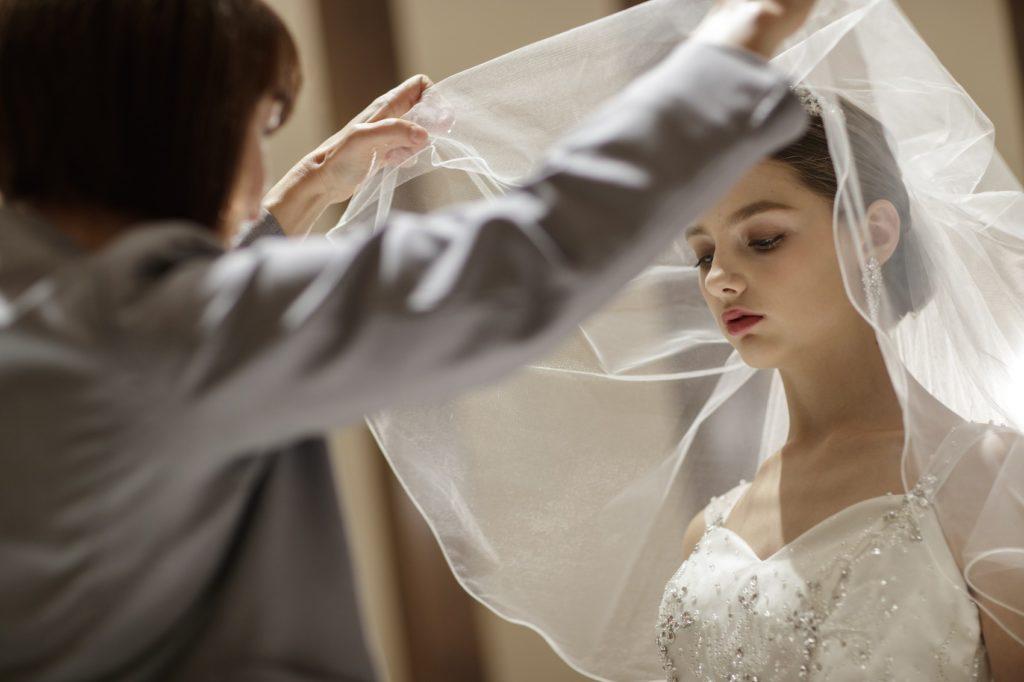 香川県高松市の結婚式場アナザースタイルのベールダウン