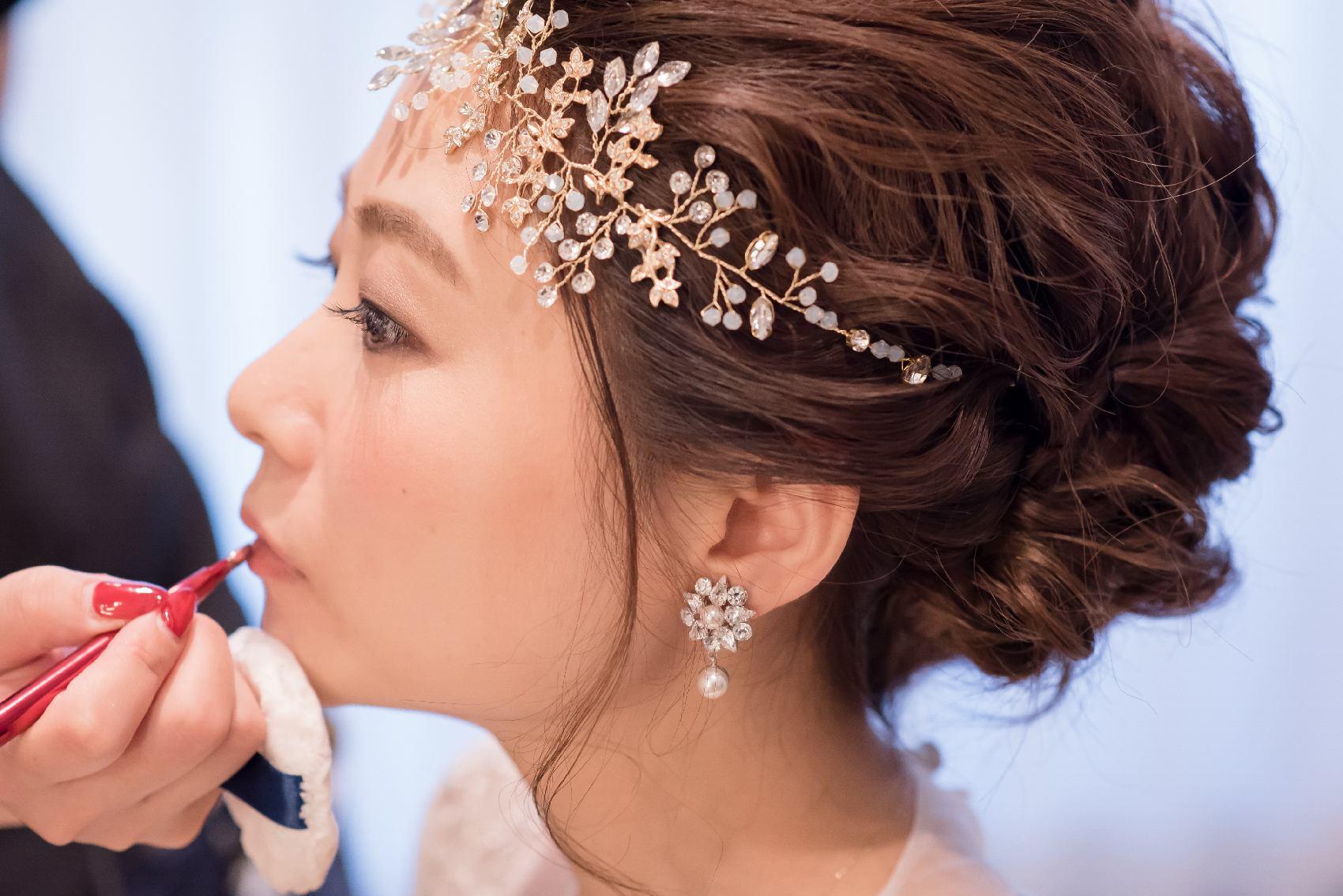 香川県高松市の結婚式場アナザースタイルの結婚式のメイク支度