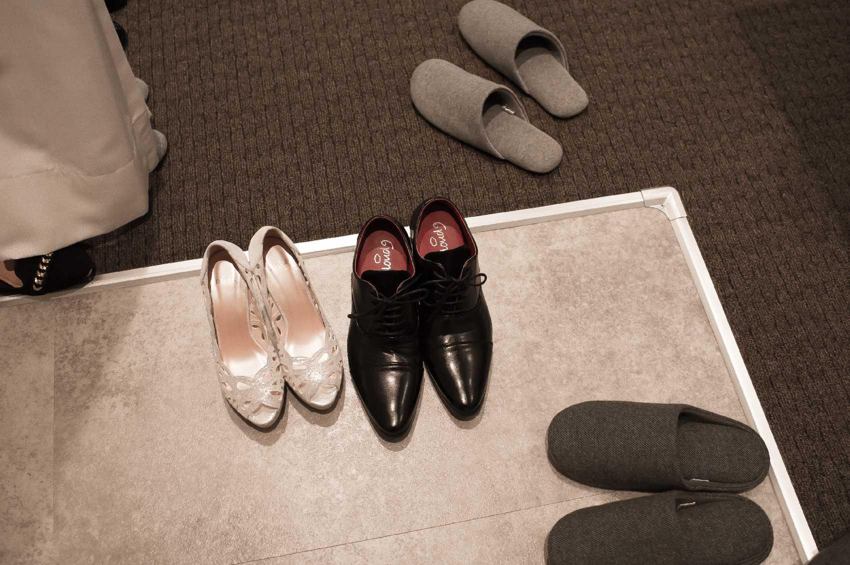 香川県高松市の結婚式場アナザースタイルの新郎新婦のシューズ