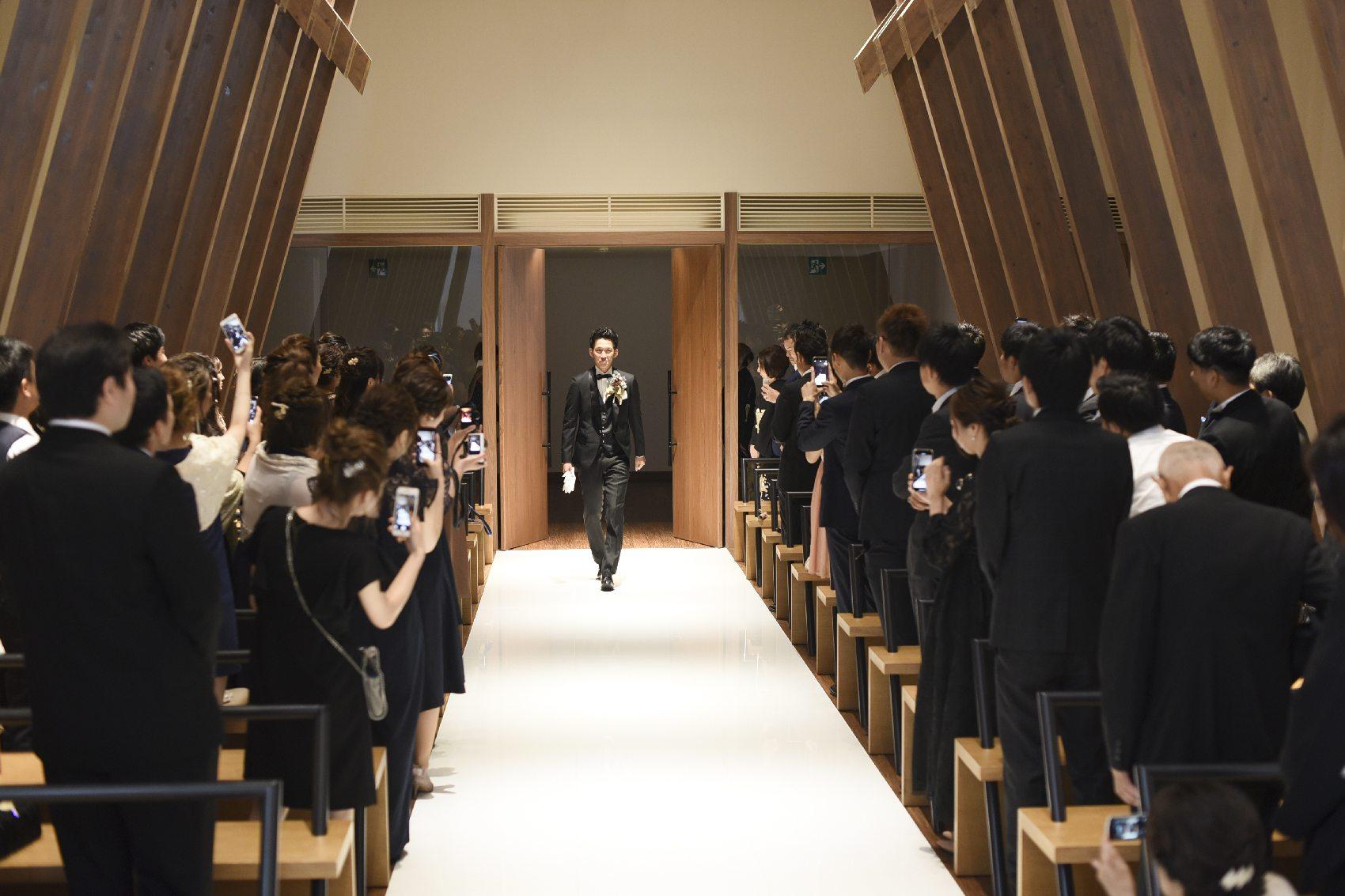 香川県高松市の結婚式場アナザースタイルのチャペル入場