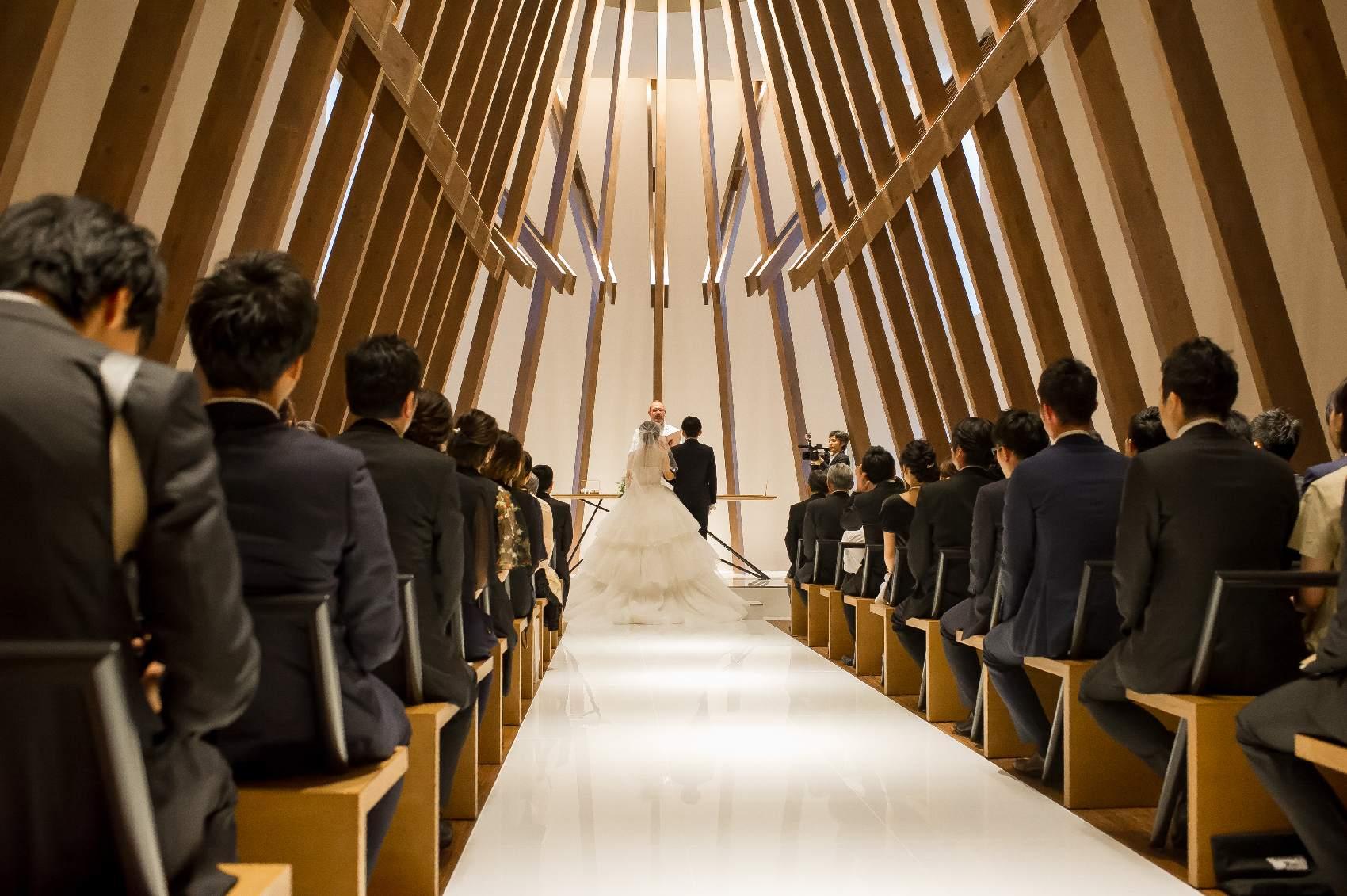 香川県高松市の結婚式場アナザースタイルのチャペルへの入場