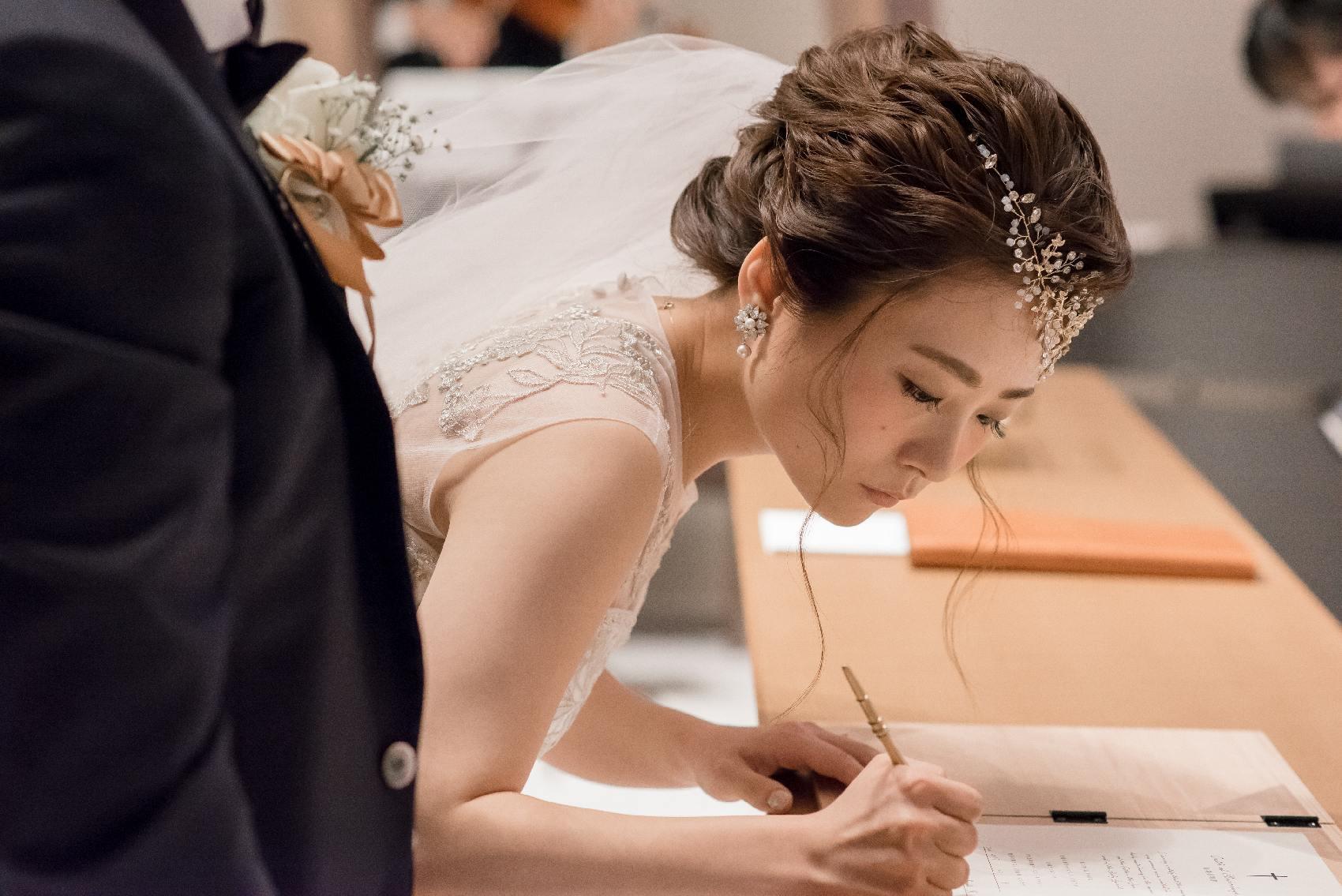 香川県高松市の結婚式場アナザースタイルの誓いの署名