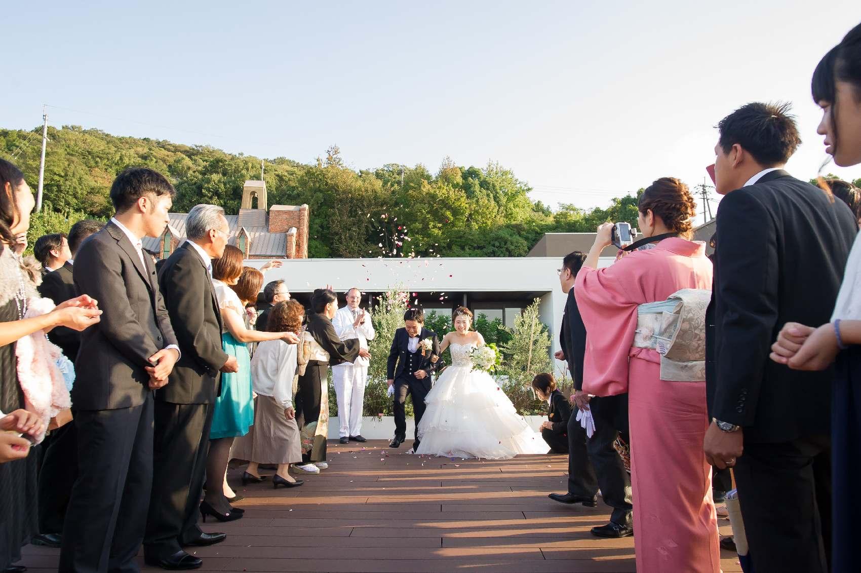 香川県高松市の結婚式場アナザースタイルのアフターセレモニー入場