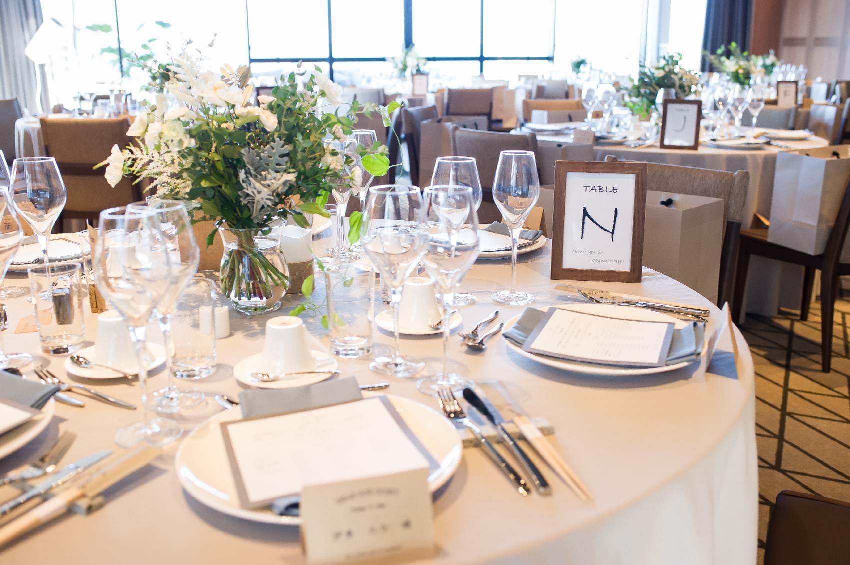 香川県高松市の結婚式場アナザースタイルの披露宴会場のテーブルコーディネート