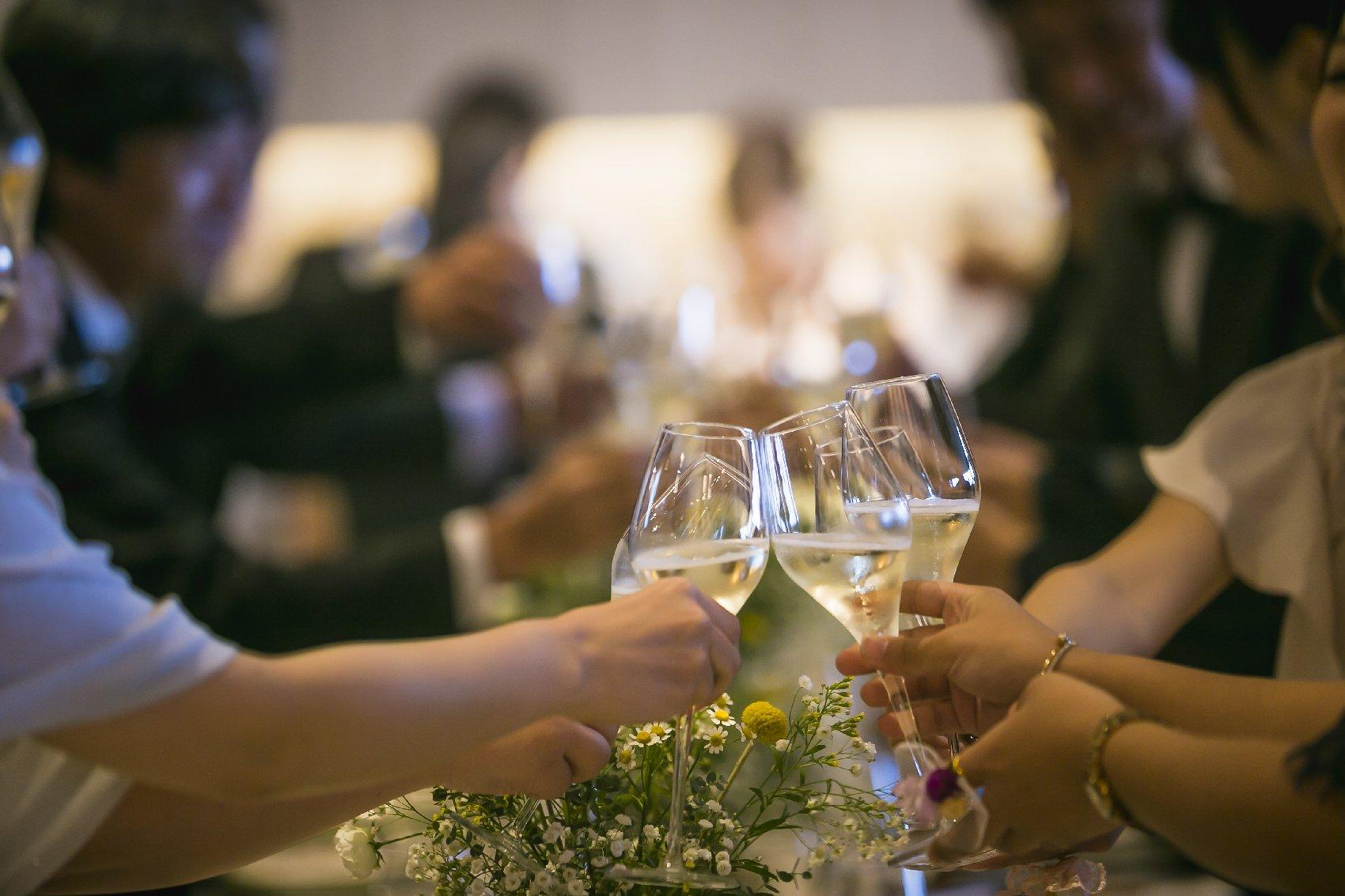 香川県高松市の結婚式場アナザースタイルの披露宴で乾杯