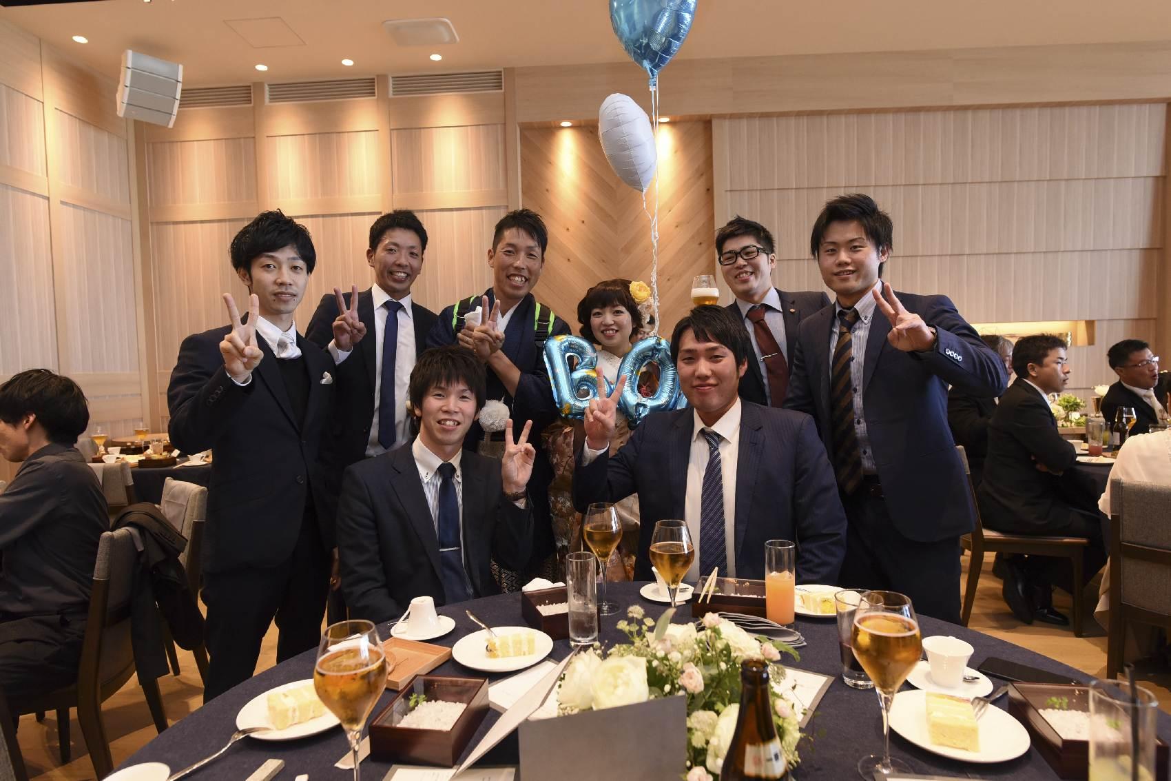 香川県高松市の結婚式場アナザースタイルのテーブルでのフォトセッション