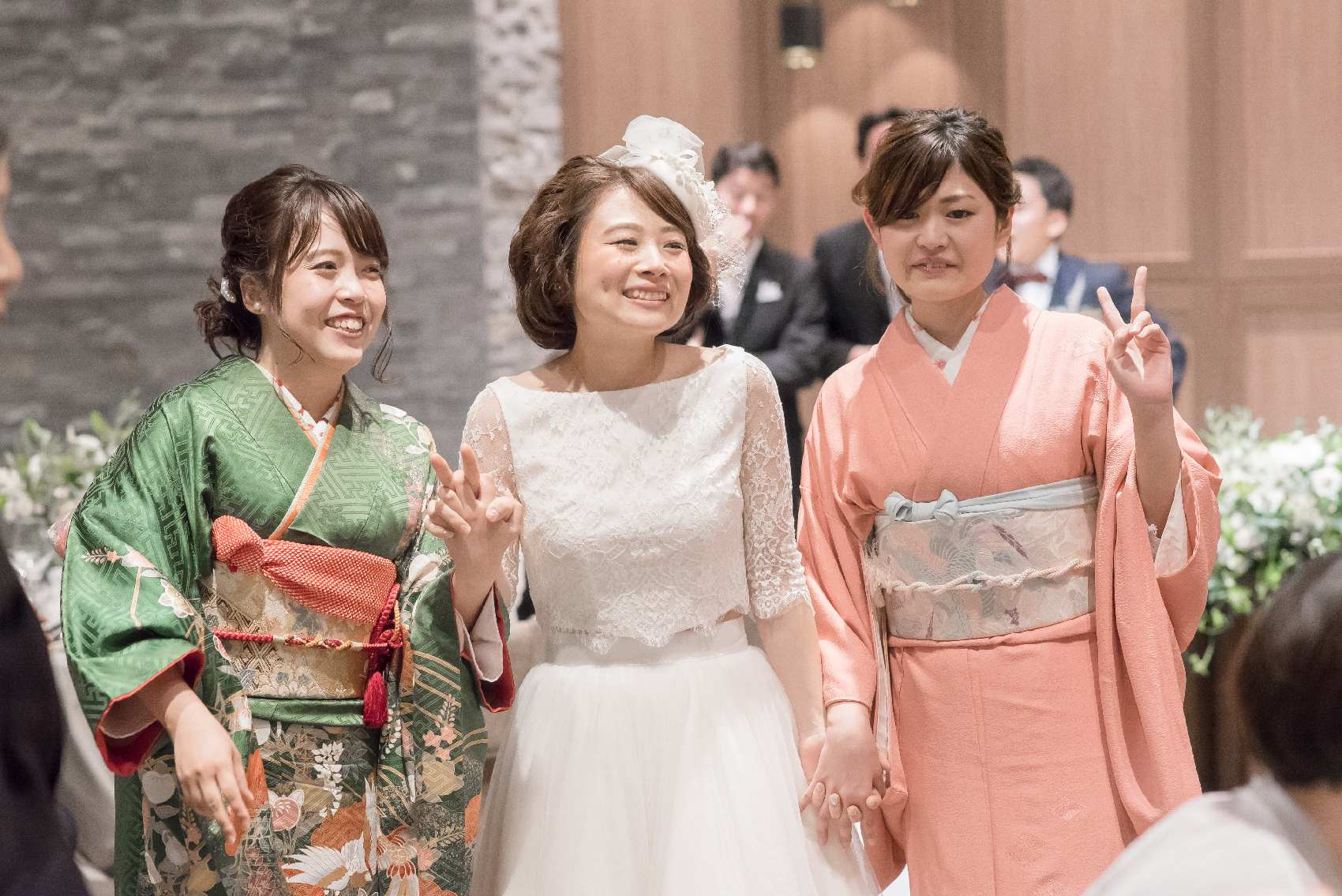 香川県高松市の結婚式場アナザースタイルの新婦姉妹で退場演出