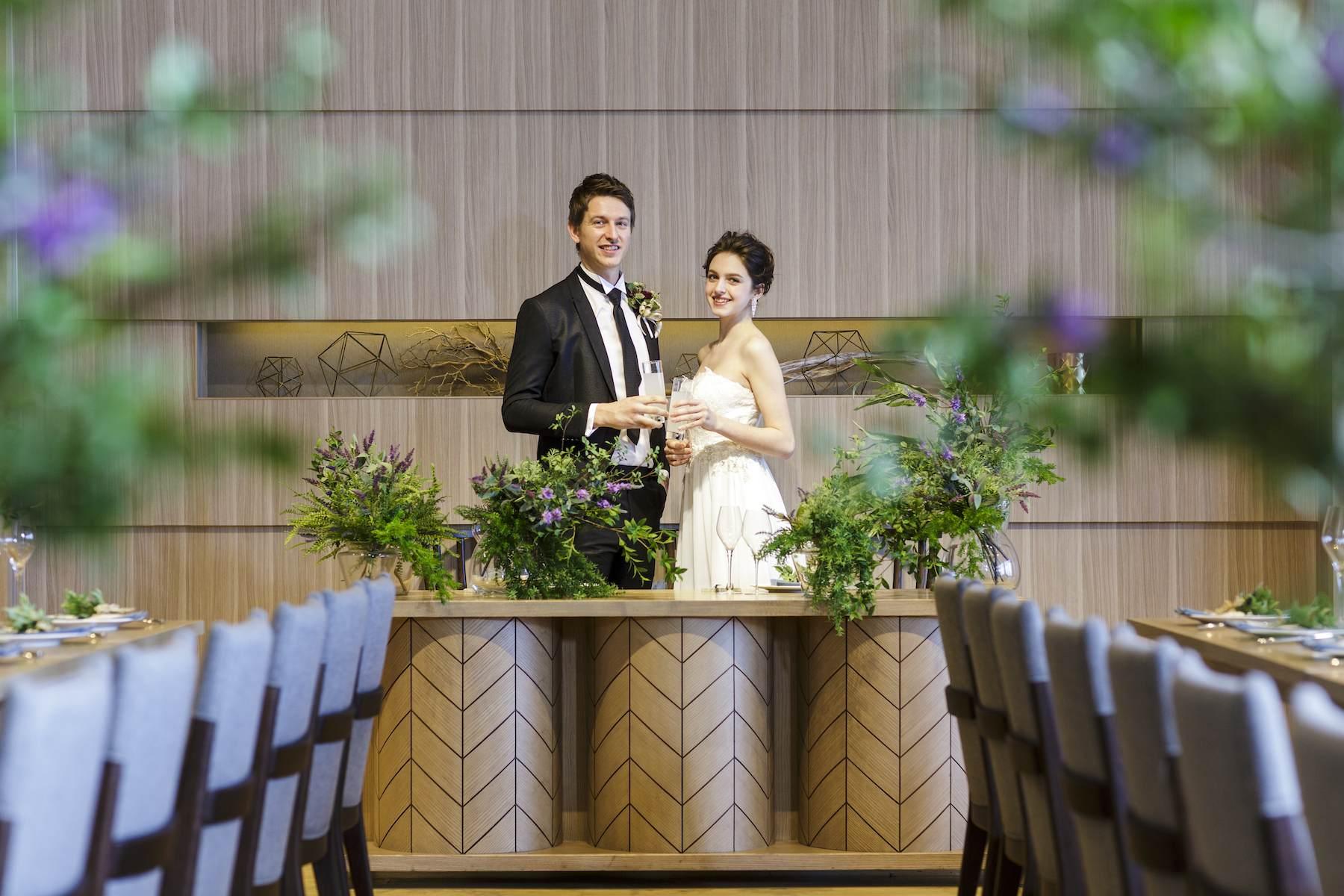 香川県高松市の結婚式場アナザースタイルの高砂でスナップ