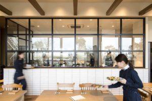 香川県高松市の結婚式場アナザースタイル内のカフェインディゴ内のオープンキッチン