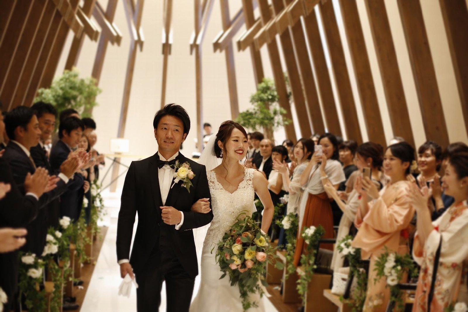 香川県高松市の結婚式場アナザースタイルのチャペルからの退場