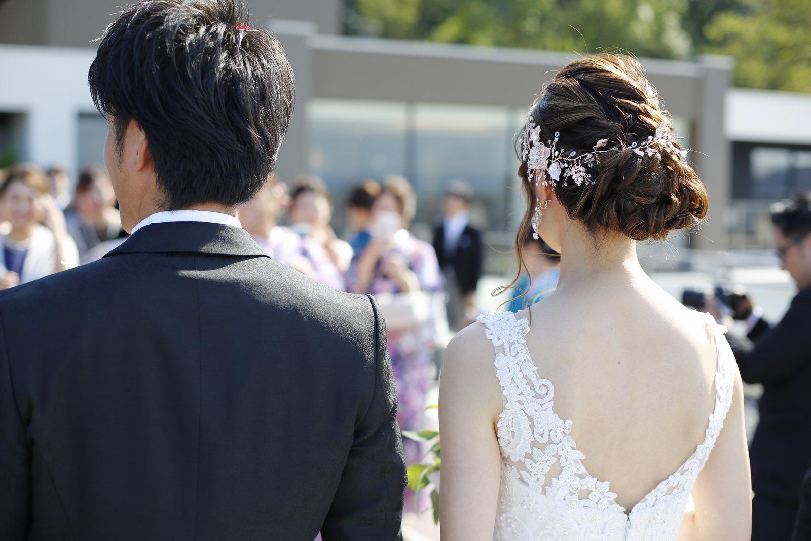 香川県高松市の結婚式場アナザースタイルのテラスでのフラワーシャワー