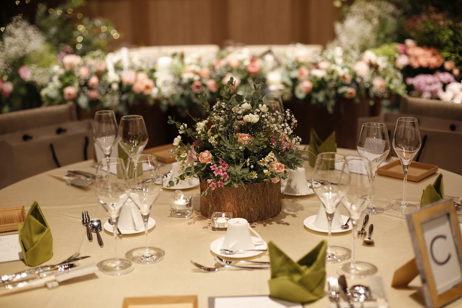 香川県高松市の結婚式場アナザースタイルのゲストテーブル装飾
