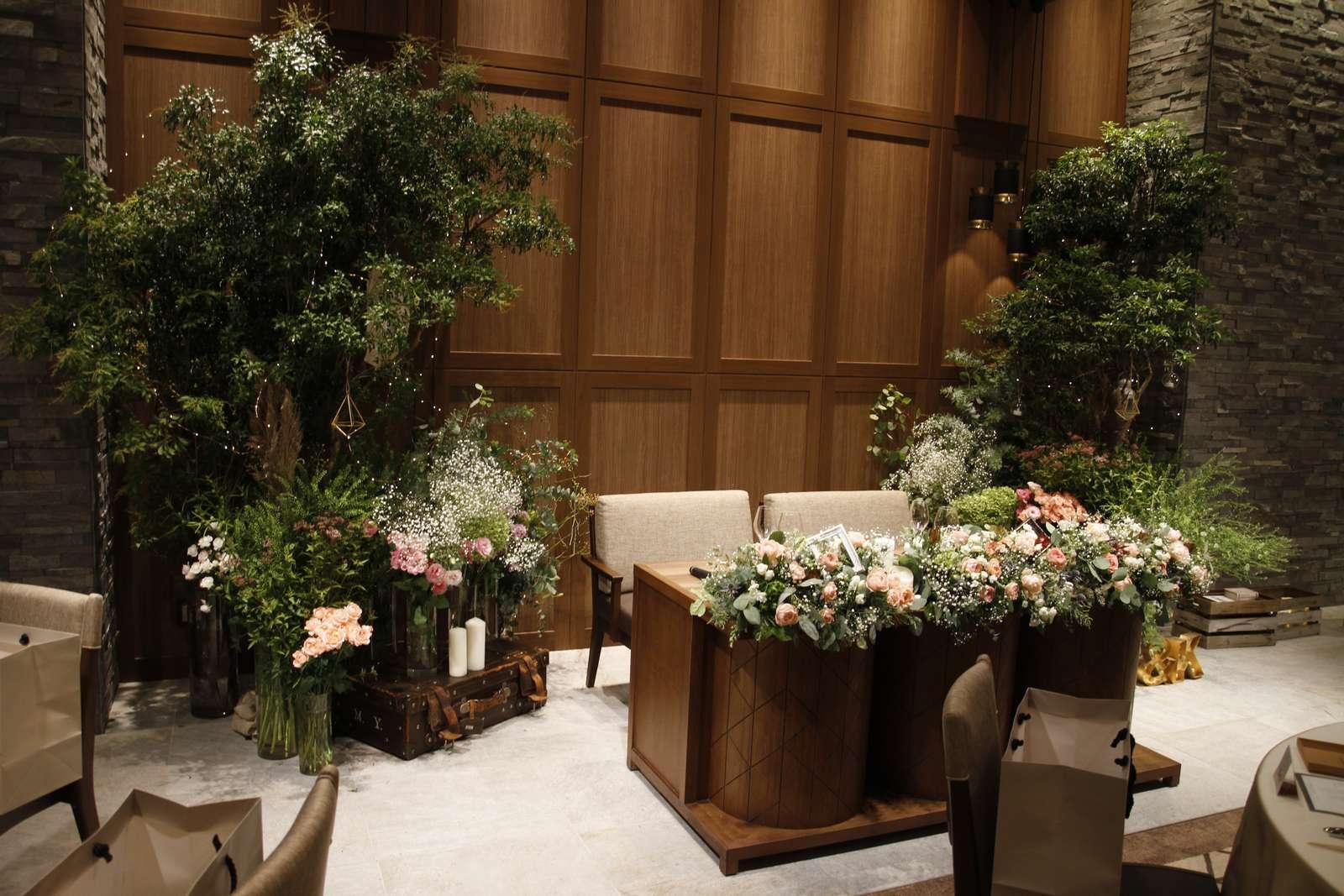 香川県高松市の結婚式場アナザースタイルのメインテーブル装飾