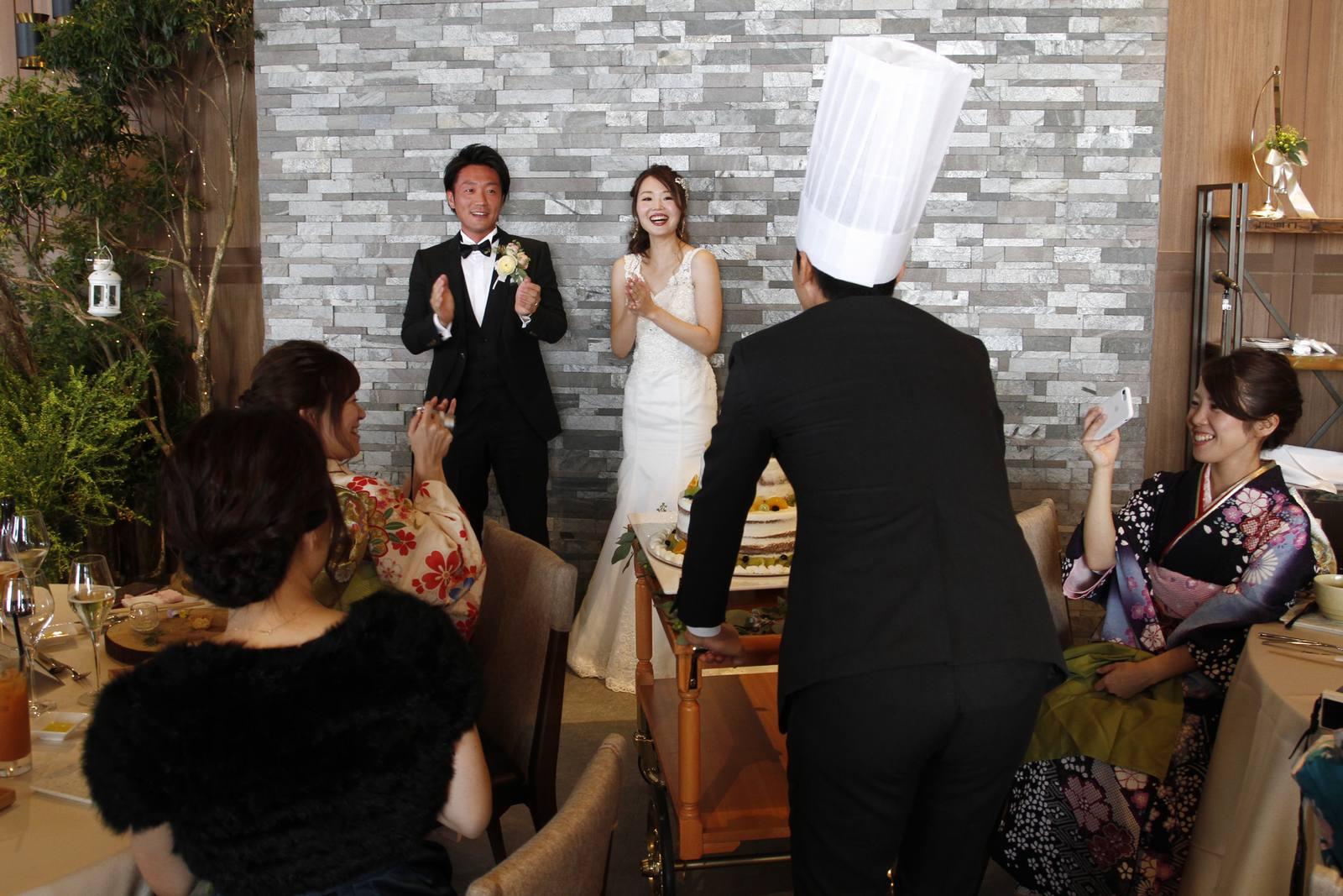 香川県高松市の結婚式場アナザースタイルのウエディングケーキ