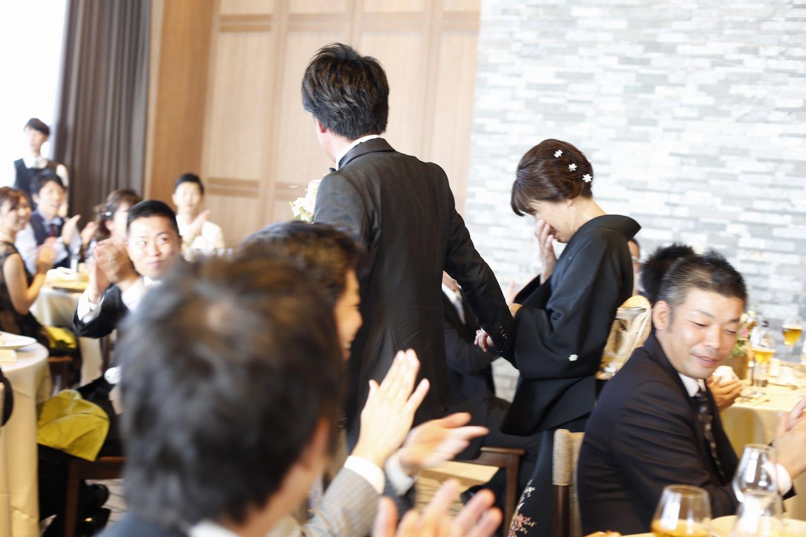 香川県高松市の結婚式場アナザースタイルの新郎退場