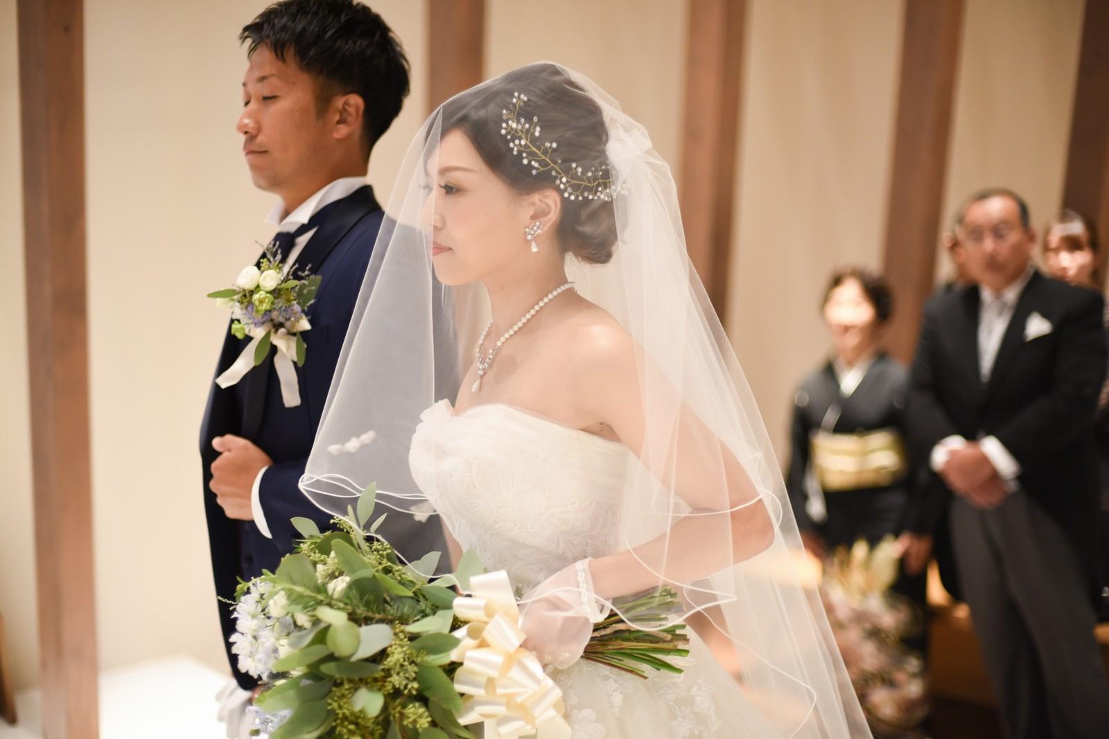 香川県高松市の結婚式場アナザースタイルのチャペルでの入場シーン
