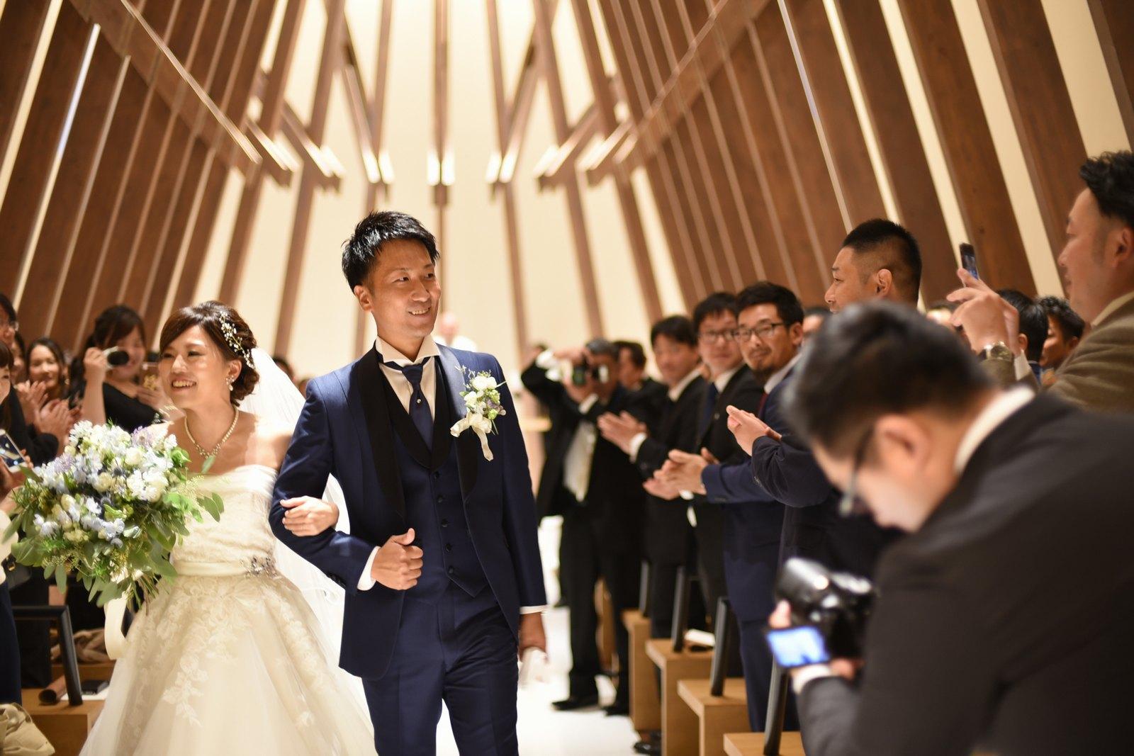 香川県高松市の結婚式場アナザースタイルのチャペルからの退場シーン