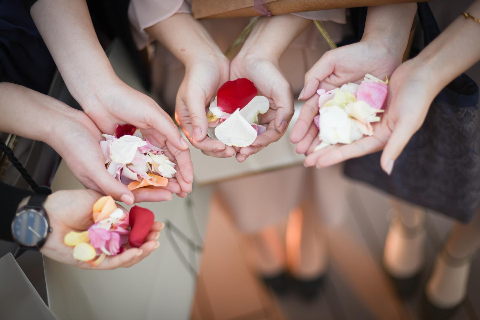 香川県高松市の結婚式場アナザースタイルのフラワーシャワーの花びら
