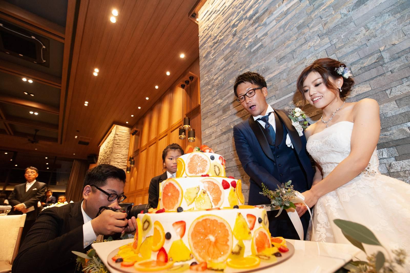香川県高松市の結婚式場アナザースタイルのウエディングケーキ入刀