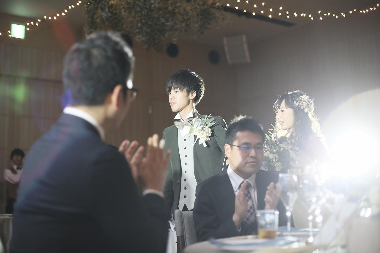 香川県高松市の結婚式場アナザースタイルでの新郎新婦の入場