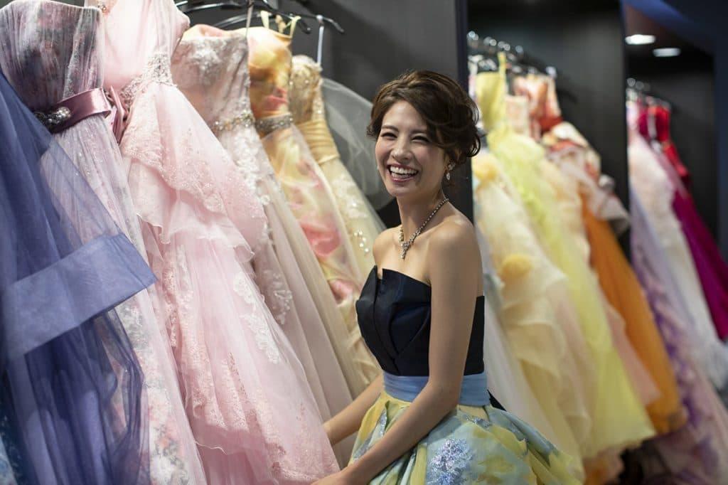 高松市の結婚式場アナザースタイルのイメージカラードレス