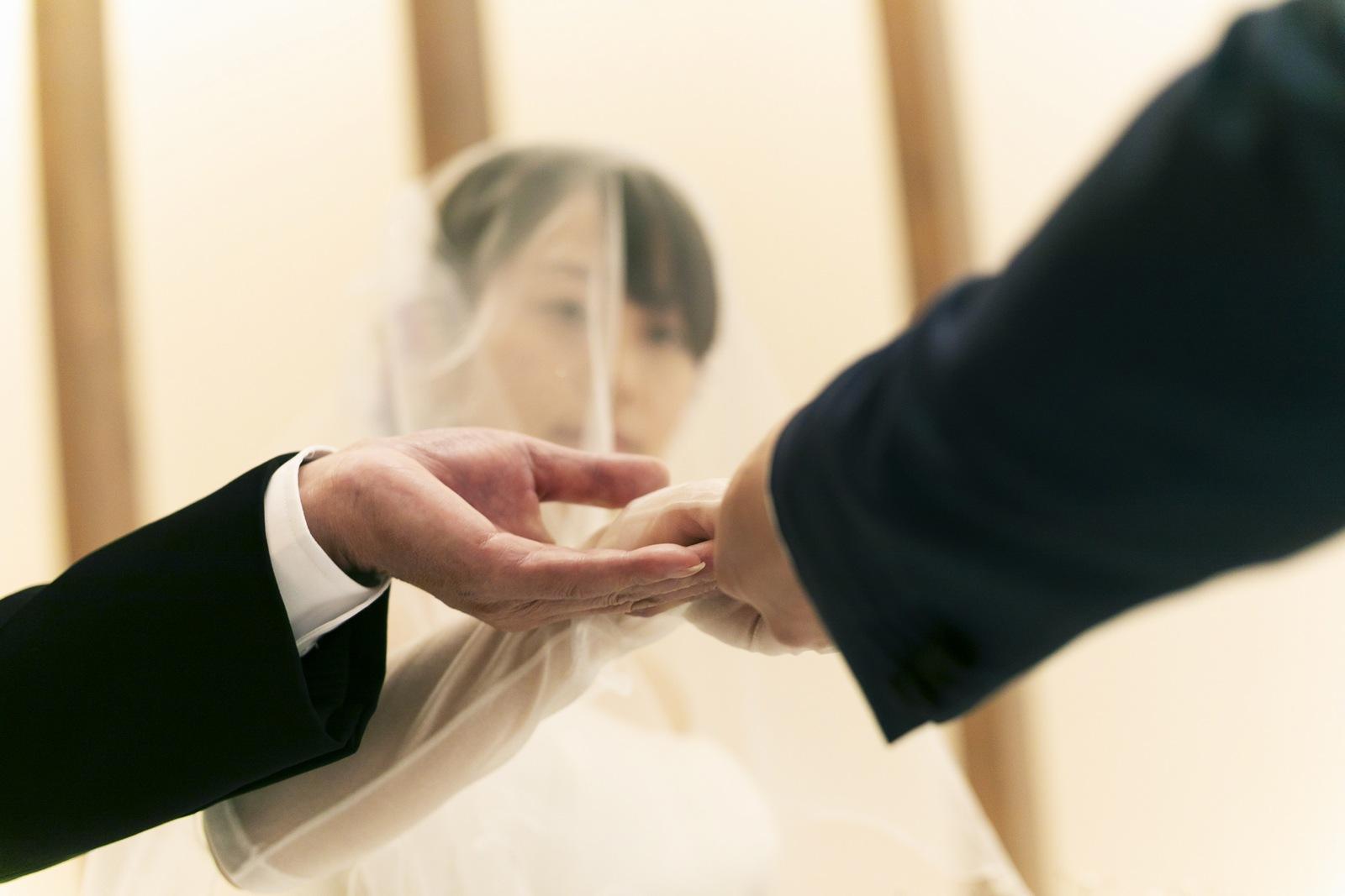 香川県高松市の結婚式場アナザースタイルでお父様から新郎へバトンタッチ