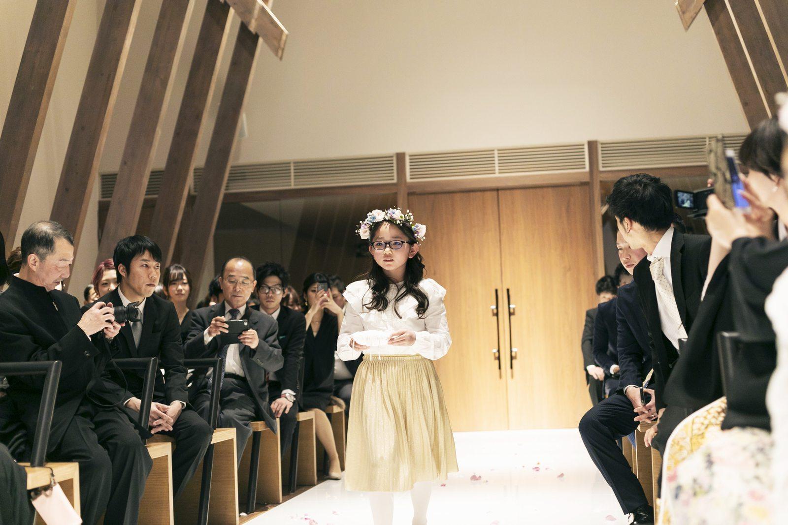 香川県高松市の結婚式場アナザースタイルの挙式でのフラワーガール