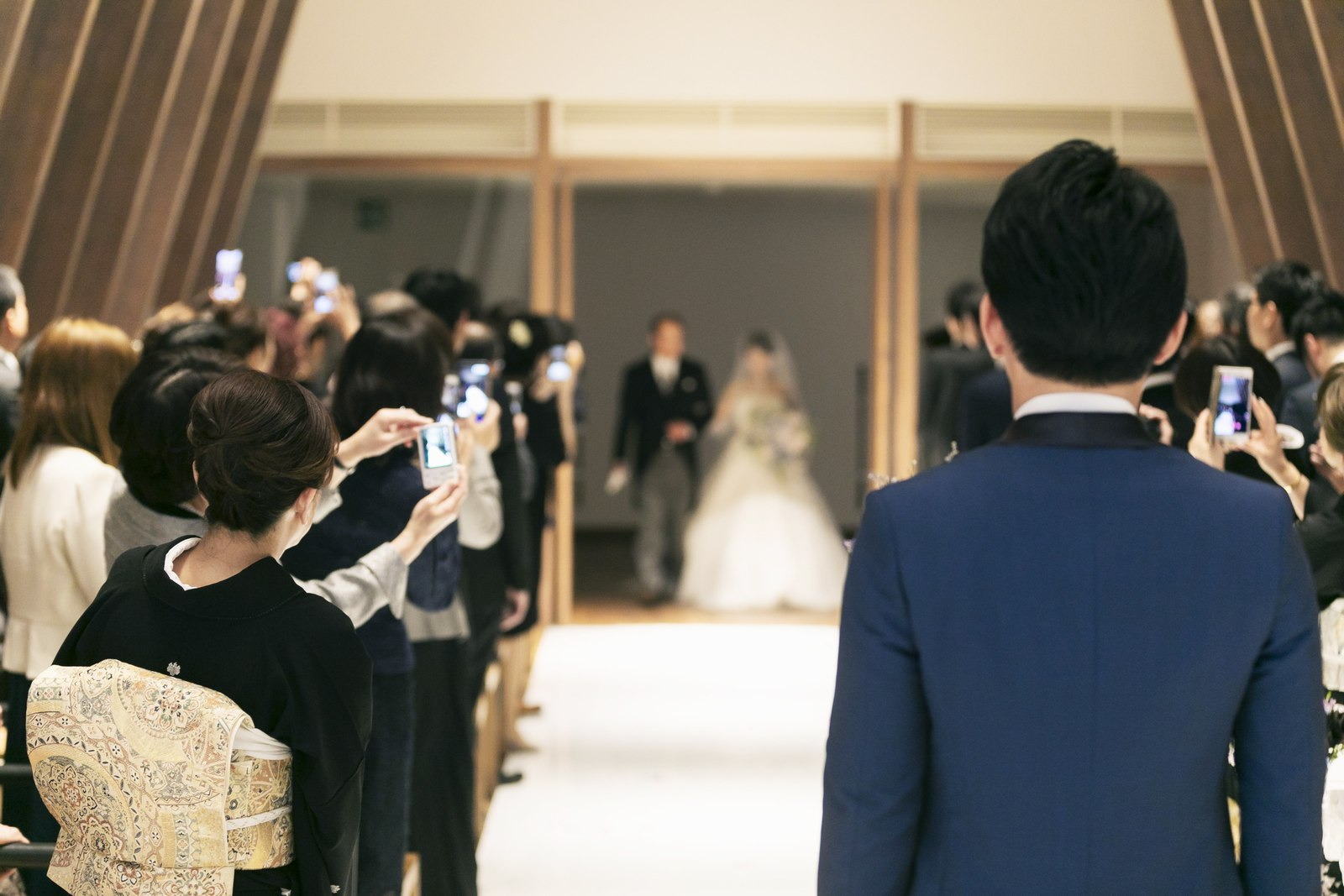 香川県高松市の結婚式場アナザースタイルのチャペル入場シーン